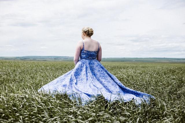 Sukienka wyszczuplająca na wesele